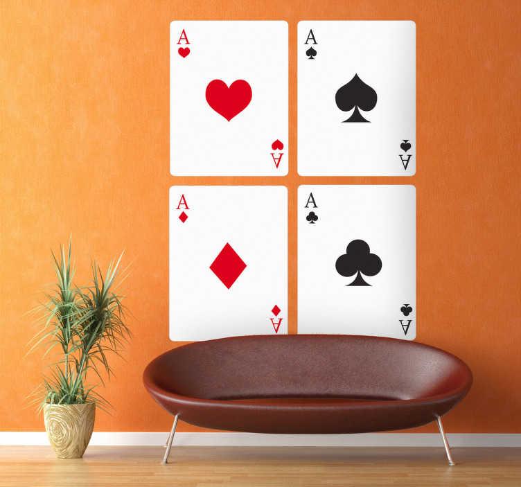 TenStickers. Naklejka dekoracyjna karty poker. Naklejka dekoracyjna przedstawiająca najwyższy możliwy układ w pokerze cztery Asy. Oryginalny pomysł na zmianę wnętrza w salonie.