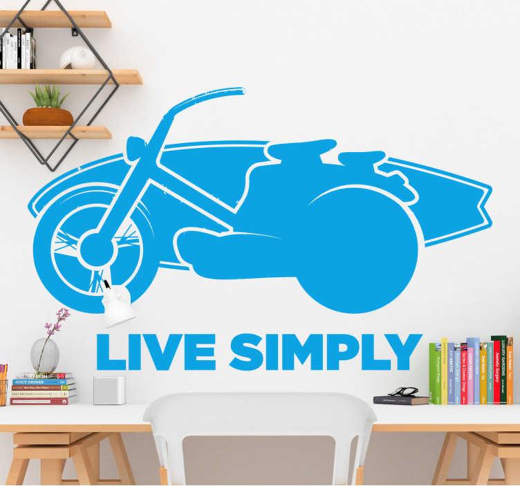 TenStickers. Leef gewoon surf zelfklevende sticker. Decoratieve motorsport muursticker met de tekst '' live eenvoudig '' koop het in elke kleur uit een van de beschikbare kleuren. Eenvoudig aan te brengen.
