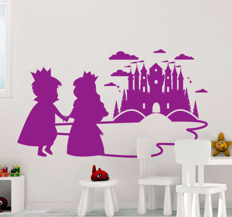 TenStickers. Stickers enfant conte de fées prince et princesse. Autocollant de sticker d'art mural pour enfants avec la conception d'un prince et d'une princesse. Une idée de stickersféerique pour l'espace chambre des enfants.