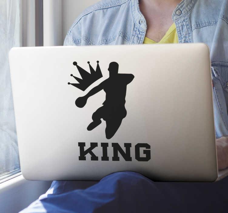 TenStickers. Handball König Laptop Aufkleber. Dekorativer Handballspieler-Aufkleber, der in verschiedenen Farben und Größen erhältlich ist. Einfach aufzutragen und selbstklebend.