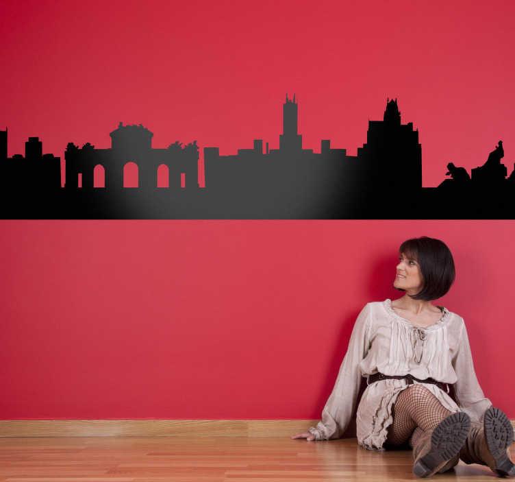 TenStickers. Sticker frise murale Madrid. Le sticker skyline de la capitale espagnole dans votre salon pour une décoration sobre mais originale.