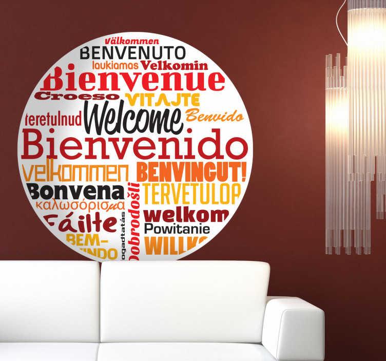 TenStickers. 欢迎不同语言的墙贴. 一个创意的圆形贴纸,文本说许多不同语言的欢迎。一个很好的方式来欢迎您的客人到您的家或企业。