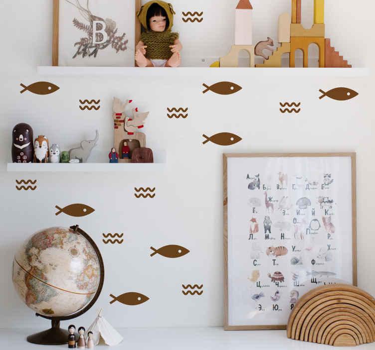 TENSTICKERS. 小さな魚柄の動物デカール. あなたの家を飾るためにカスタマイズ可能な色とサイズのオプションで来る特徴的な波のデザインで装飾的なパターン化された魚の壁のアートデカールを購入してください。
