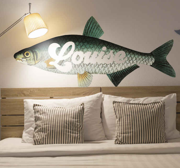 TenVinilo. Pegatina pez carpa para dormitorio con nombre. Vinilo pared dormitorio de peces con carpa con nombre personalizable para que decores tu casa a tu propio estilo ¡Envío a domicilio!