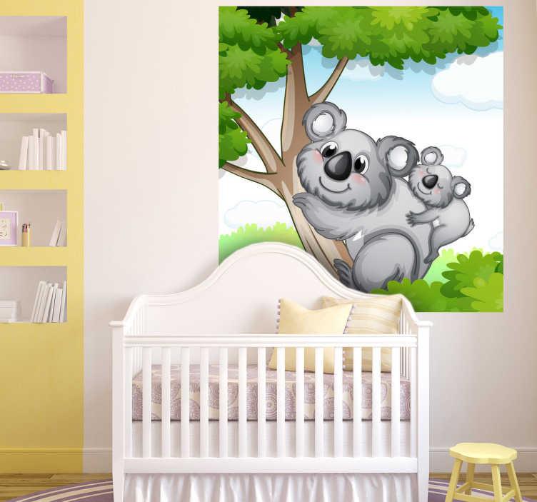 TenStickers. Naklejka koala na drzewie. Ładna naklejka na ścianę przedstawiająca misia koalę ze swoim dzieckiem w trakcie wspinaczki po eukaliptusie. Bardzo dobry pomysł na ożywienie pokoju dziecięcego.