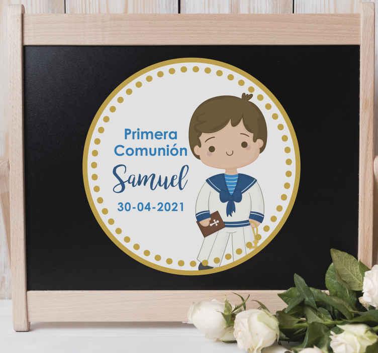 TenVinilo. Pegatina para comunión niño circular con nombre . Pegatina personalizada para comunión de niño en forma circular con nombre y fecha para utilizar durante este día ¡Envío a domicilio!