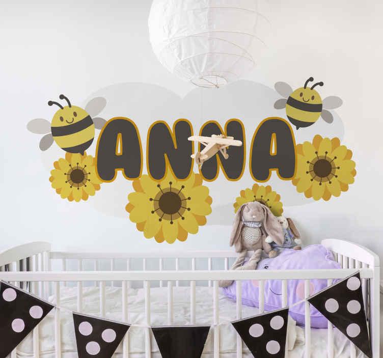 TENSTICKERS. 蜂イラスト壁アートデカールと花します。. あなたの王女の寝室のための実例となるウォールアートデカール装飾。花のプリントとカスタマイズ可能な名前を持つミツバチのデザインが特徴です。