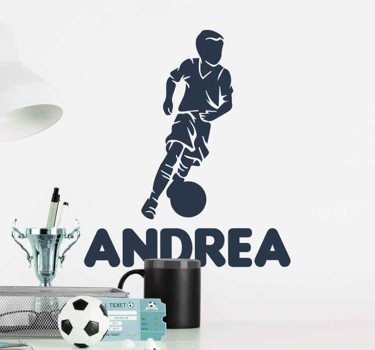 TENSTICKERS. 少年プレーヤーサッカーデカール. 少年プレーヤーのサッカーの壁のステッカーは、家の中で若い人たちのスペースを飾ります。フットボールウォールアートは、さまざまな色でご利用いただけます。