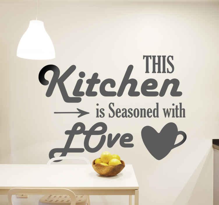 TENSTICKERS. 愛のテキスト壁のデカールで味付け. テキストが「このキッチンは愛で味付けされている」と書いてある素晴らしいキッチンウォールステッカーデザイン。さまざまな色とサイズでご利用いただけます。