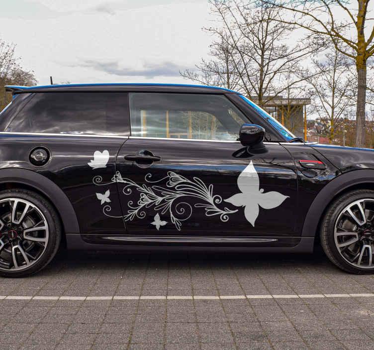 TenStickers. Nalepka za avtomobile cvet in metulj. Najbolj kakovostna dekorativna avtomobilska vinilna nalepka z zasnovo okrasnega cvetja z metuljem. Je enostavno nanašati in na voljo v različnih barvah.
