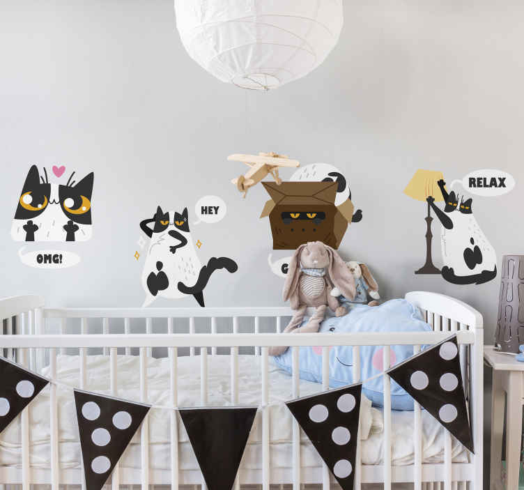 TENSTICKERS. 面白い現代猫壁デカール. お子様の寝室を飾る楽しくてモダンな方法は、リアクションチャットでこのオリジナルのフィーチャーされたさまざまな猫のキャラクターを使用することです。