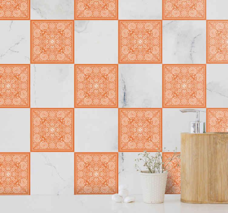 TENSTICKERS. ペイズリータイル転写デカール. 装飾的なペイズリーデザインの装飾的な防水タイルステッカーをオレンジ色で購入して、バスルームスペースをスタイリッシュに彩ってください。