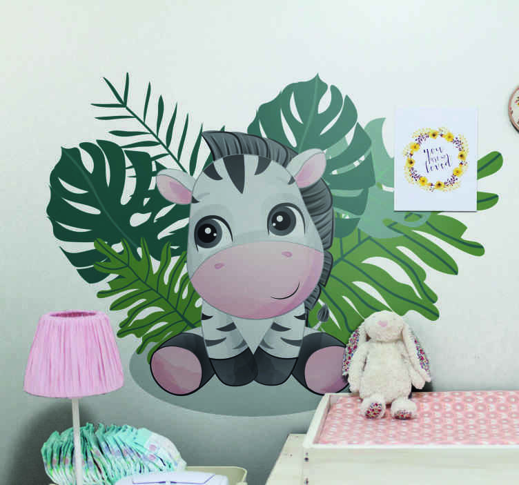 TenVinilo. Vinilo para niñas nórdico cebra en hoja monstera. Increíble vinilo bebé para que decores la habitación de tu hija con un diseño único con una cebra envuelta de hojas monstera ¡Compra ahora!
