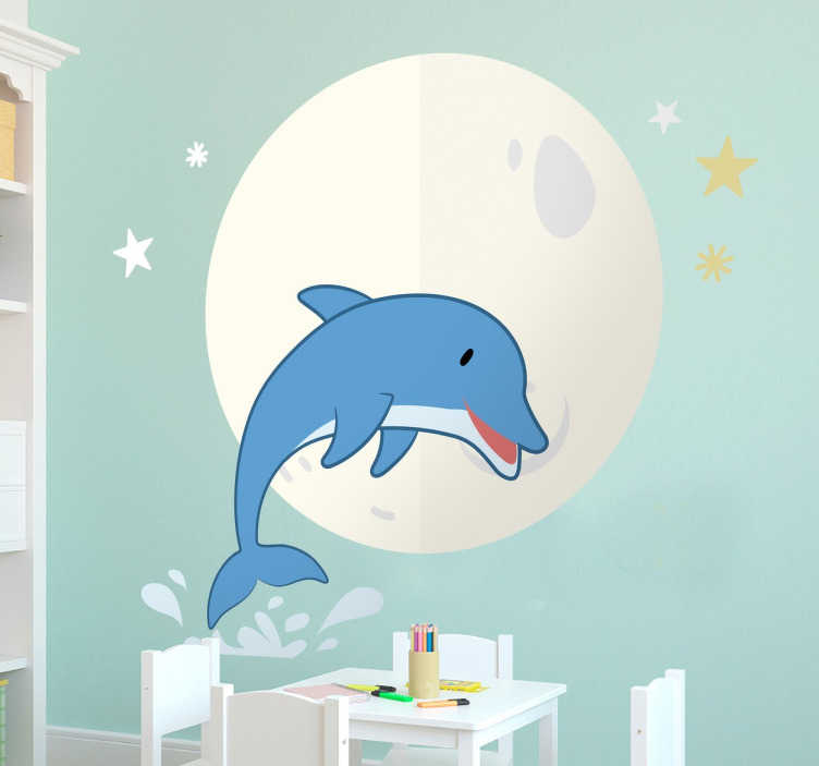 Tenstickers. Delfin och mångfiskmuren klistermärke. En klistermärke som illustrerar en delfin med stjärnorna och månen i bakgrunden. Det är en perfekt dekoration för ditt barns sovrum! De kommer säkert att älska det!