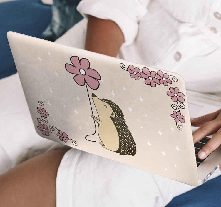 TenVinilo. Vinilo para laptop puercoespín con flor. No te pierdas este bonito vinil para laptop de puercoespín con margarita para decorar tu ordenador. Elige medidas ¡Envío a domicilio!