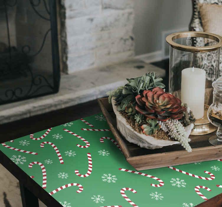 TenStickers. Kerststickers Snoep meubels. Versier uw meubelruimte met onze originele snoepstokjes en sneeuwvlokken stickers op groene achtergrond.