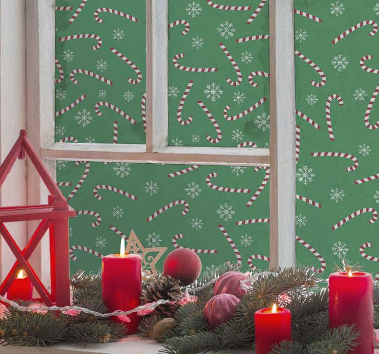 TenStickers. Stickers raam Snoep kerst. Kerst zuurstok en sneeuwvlokken sticker voor raamruimte. Het ontwerp wordt gehost in een groene kleur met kerstsnoepjes en sneeuwvlokken die over het hele oppervlak zijn gedrukt.