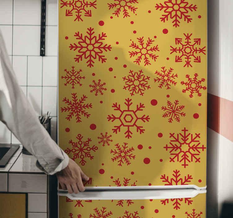 TENSTICKERS. クリスマス雪片冷蔵庫ラップデカール. 黄色の背景のクリスマスの雪の結晶のステッカーは、赤い雪片のデザインでホストされています。適用が簡単で、高品質のビニール製です。