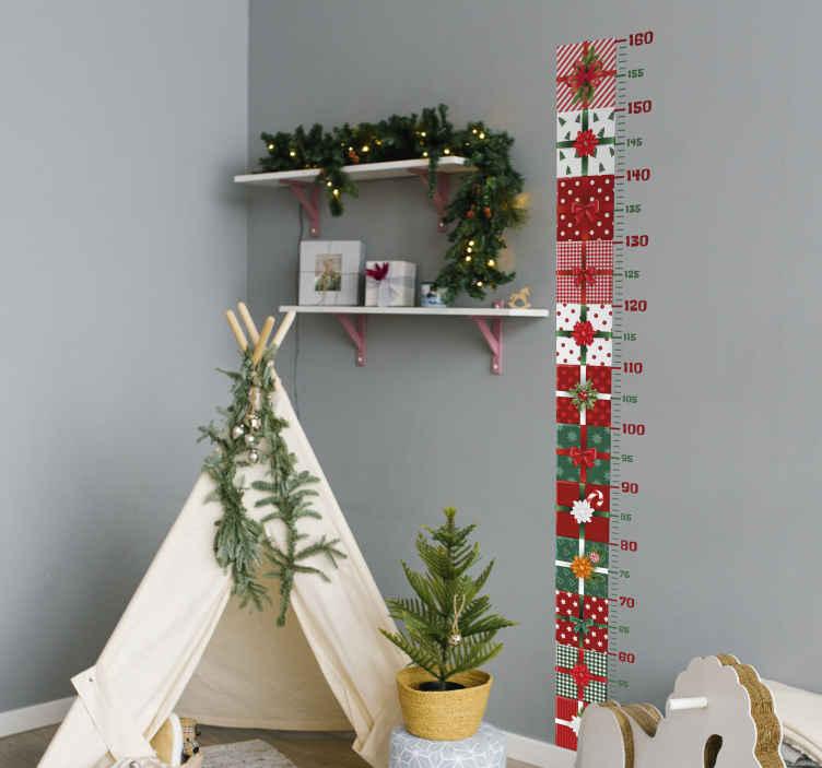 TenStickers. Kerststickers Geschenkdozen pack. Decoratief kerstcadeau groeimeter muursticker-ontwerp met geweldige geschenkdozen op een verticale volgorde met een meter kalibratie. Gemakkelijk aan te brengen.