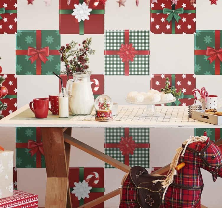 TenStickers. Kerststickers Geschenkdozen pack. Kerst geschenkdoos tegelsticker ontwerp. Het decoratieve kerstcadeaupakket is verkrijgbaar in verschillende stijlen en verkrijgbaar in verschillende sets.