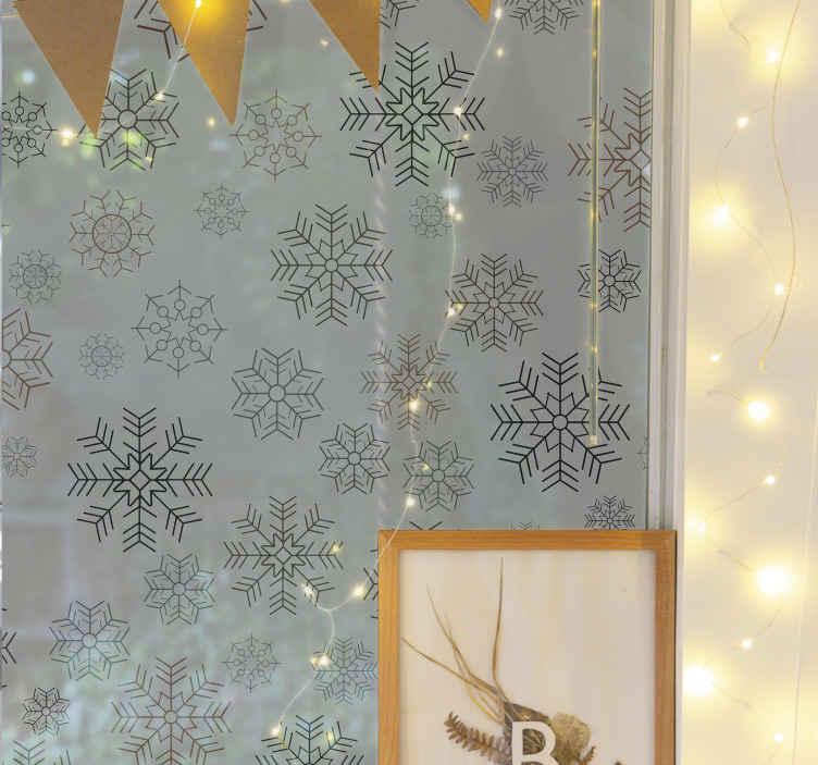 TENSTICKERS. 雪片のパターンウィンドウデカール. 家のあらゆるスペースに私たちの素晴らしいスノーフレークパターンウィンドウステッカーを飾り、それがそのスペースをどのように素敵に変えるか見てみましょう。
