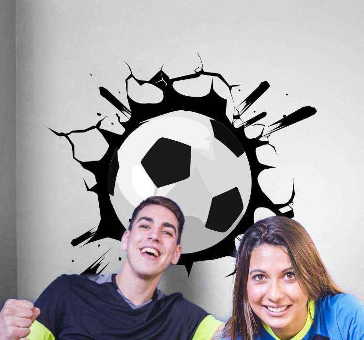 TenVinilo. Vinilo pared 3d fútbol pelota efecto trampantojo. Un hermoso vinilo juvenil de fútbol para cualquier superficie plana con la que crear un efecto óptico único ¡Envío a domicilio!
