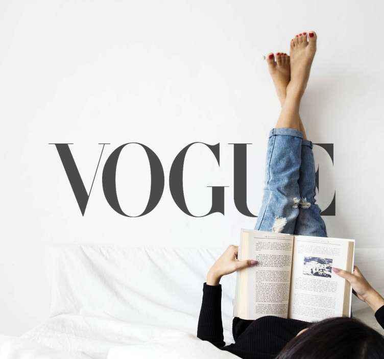 TenVinilo. Vinilo moda frase Vogue estilo elegante. Diseño de frase vinilo pared con texto de moda para decorar cualquier superficie plana. Es fácil de aplicar ¡Envío a domicilio!