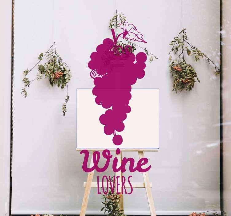 """TenVinilo. Vinilo para restaurantes frase amantes vino con uvas. Vinilo frase para restaurantes sobre los amantes del vino. Un hermoso diseño abstracto con el texto """"amantes del vino"""" ¡Envío a domicilio!"""