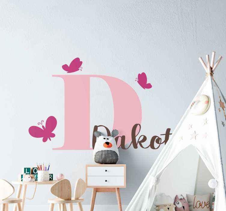 TenVinilo. Vinilo decorativo mariposas rosas con inicial y nombre. Personalice el nombre de su hija en nuestro vinilo infantil de mariposas con inicial y nombre personalizable ¡Envío a domicilio!