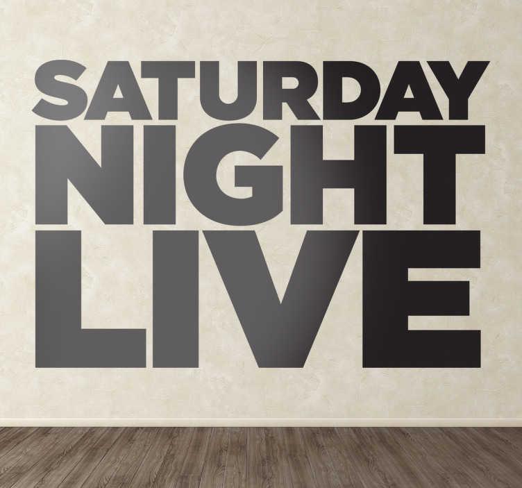 TenVinilo. Vinilo decorativo logo Saturday Night Live. Tipografía en vinilo del famoso late show americano, un programa de referencia desde los años 70 de donde han salido grandes cómicos.
