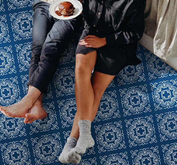 TenVinilo. Vinilo suelo azul patrón de mosaico blanco. Vinilo suelo mosaico blanco patrón azul apto para decorar cualquier estancia de una casa. Es original, duradero y muy sencillo de mantener.