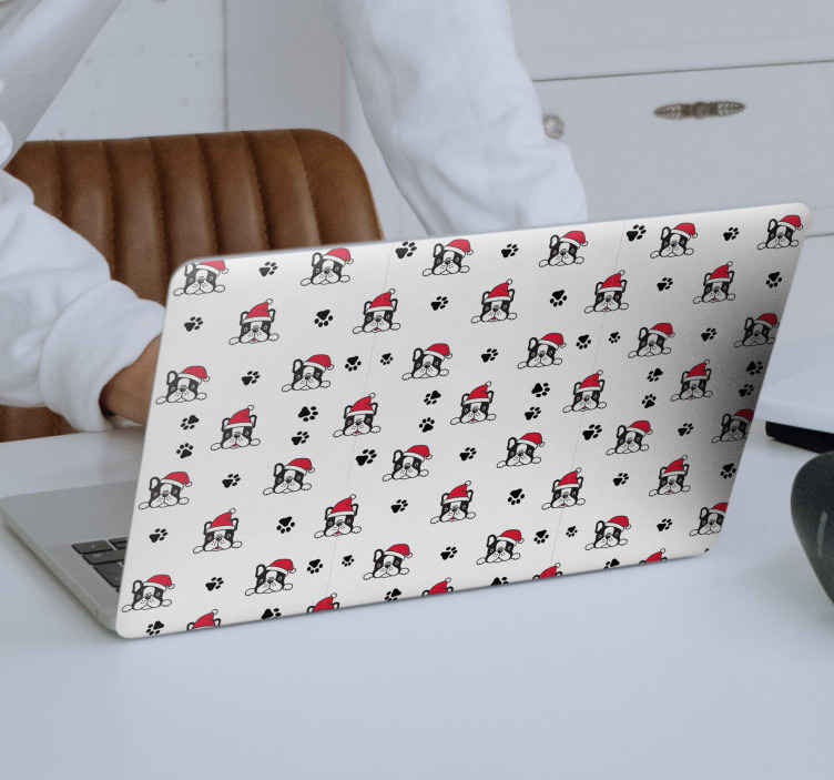 TENSTICKERS. 愛らしい犬のクリスマスウォールステッカー. 小さな足跡に囲まれたクリスマスの帽子をかぶった愛らしい犬のパターンが特徴のクリスマスノートパソコンのステッカー。高品質。