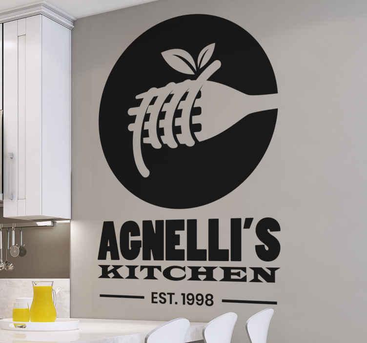 TENSTICKERS. テキストサービスデカール付きイタリアンパスタ. あなたのキッチンスペースをカスタマイズするための素敵なキッチンウォールアートデカール。デザインは、丸いパスタとパーソナライズされたテキストの説明が付いたダイニングフォークです。