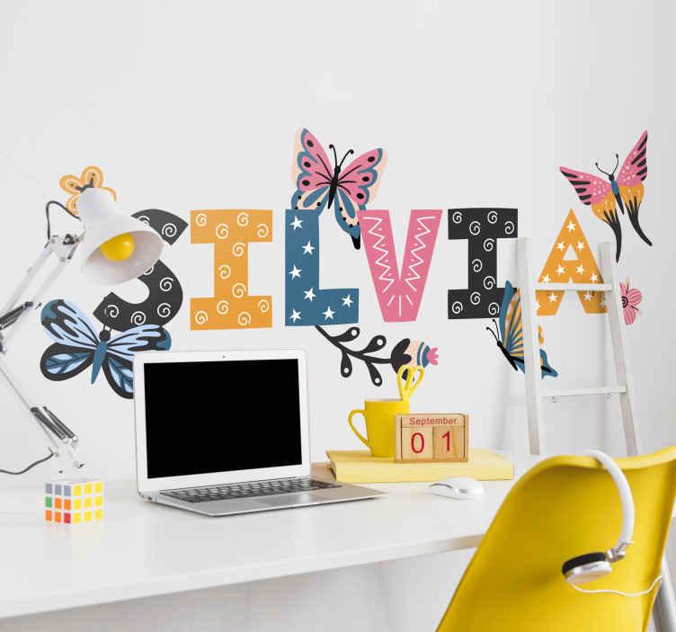 TenVinilo. Vinilo con nombre colorido y mariposas. Bonito vinilo mariposas con nombre colorido para dormitorio o salón. Decora a tu estilo con un diseño hecho a tu medida ¡Descuentos disponibles!