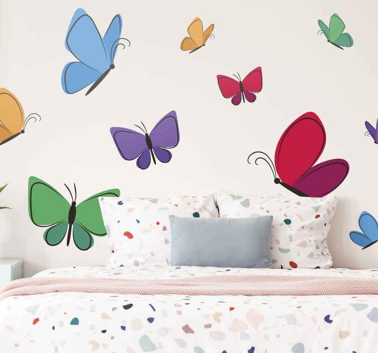 TenStickers. Vlinder stickers Vlinders vliegen voor kinderen. Decoratief pakket met vliegende vlinders sticker voor de kinderkamer. Het mooie ontwerp is ook geschikt voor andere ruimtes! Gemakkelijk aan te brengen en origineel.