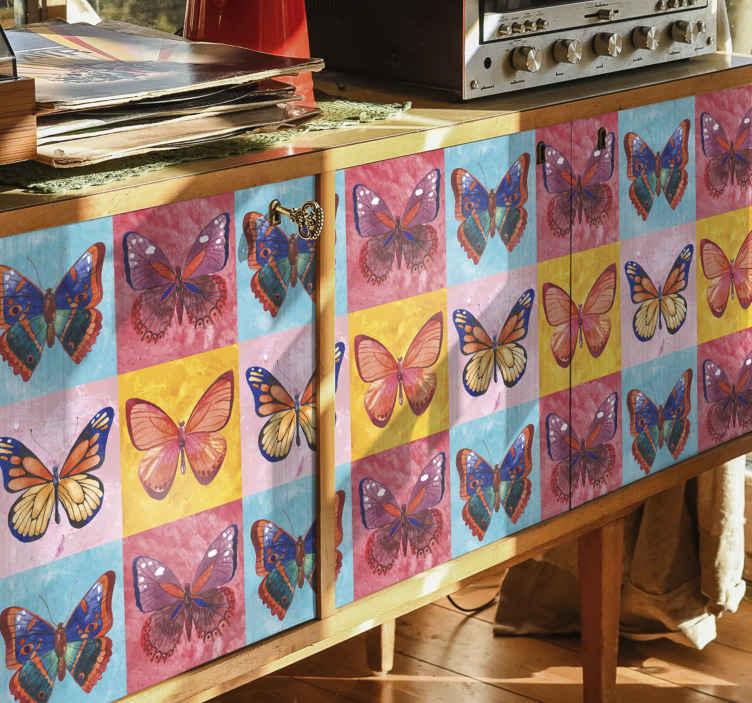 TENSTICKERS. 色とりどりの蝶の家具デカール. 家具用の色とりどりの装飾的な蝶のステッカー。あなたはこの素晴らしいデザインで家やオフィススペースのどんな家具でも飾ることができます。