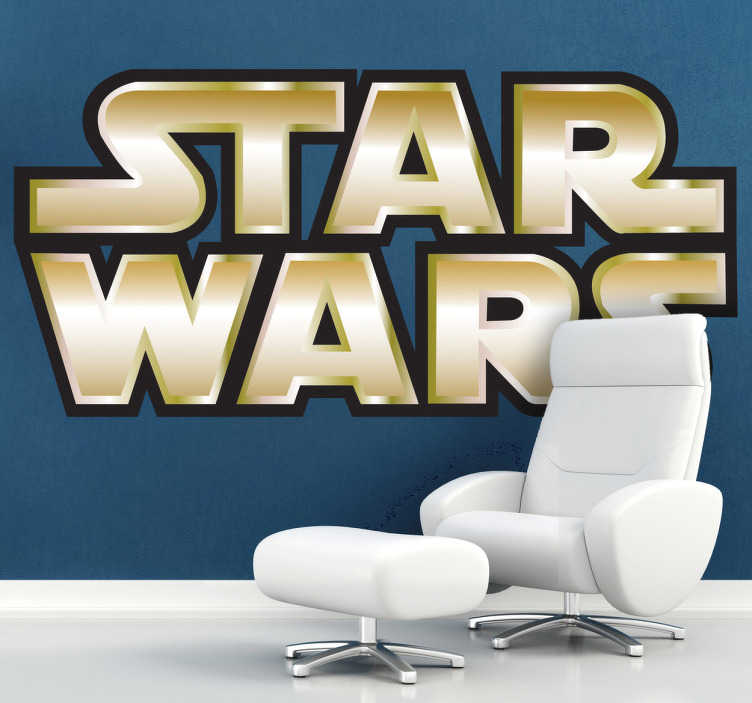 TenVinilo. Vinilo logo Guerra Galaxias dorado. Adhesivo decorativo en letras doradas y ligero efecto relieve del logotipo de la famosa saga de películas dirigida por George Lucas.