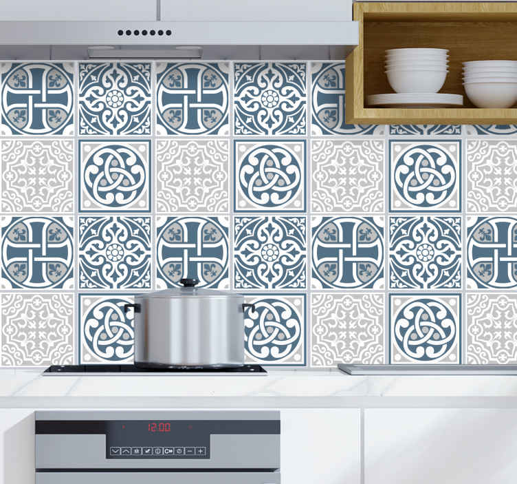TenStickers. Adesivos azulejos Telha azul e cinza. Vinil decorativo em azulejo com padrão floral em azul e cinza adequado para banheiro, quarto, sala de estar e até mesmo espaço de cozinha. Disponível em conjuntos de pacotes.