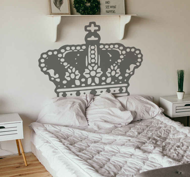 TenStickers. Muursticker Kroon. Deze leuke muursticker van een koninklijke kroon is een prachtige wanddecoratie voor uw woning! +10.000 tevreden klanten.