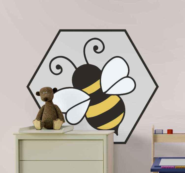 TENSTICKERS. 古典的な漫画の蜂のバグの壁のステッカー. 好きなスペースを飾るミツバチの虫ステッカー。虫の虫のデザインは、黄色と黒の縞模様で、羽は白い色です。