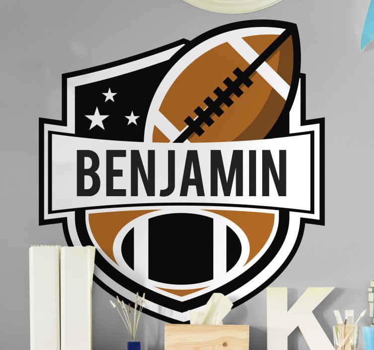 TENSTICKERS. アメリカンフットボールバッジデカール. ボールとアメリカンフットボールのバッジステッカー。このスポーツを愛する子供やティーンエイジャーに適したデザインで、大人にも適しています。