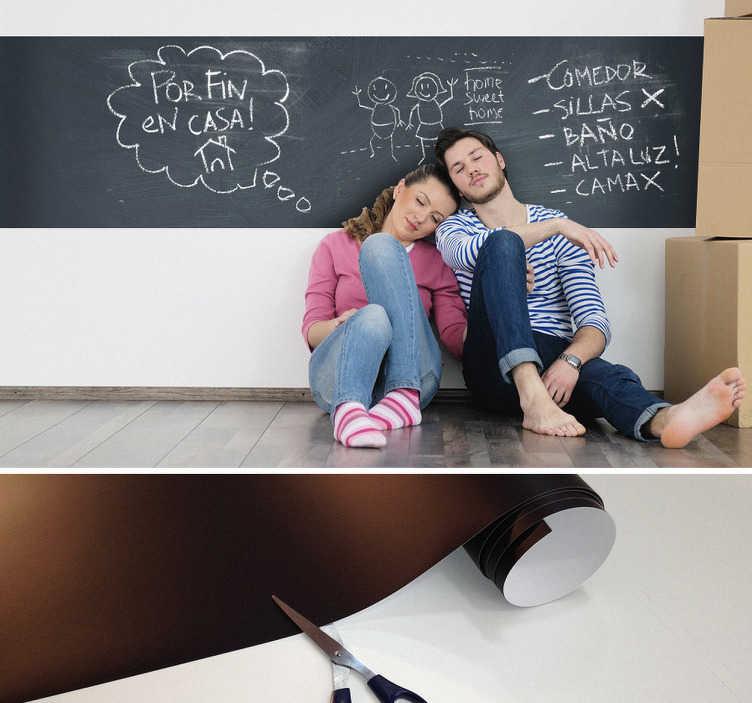 TenStickers. Sticker frise ardoise. Ardoise adhésive pour décorer les surfaces lisses de votre maison. Découpez le sticker aux dimensions que vous souhaitez et écrivez, notez, dessinez en toute liberté. 10 craies offertes !