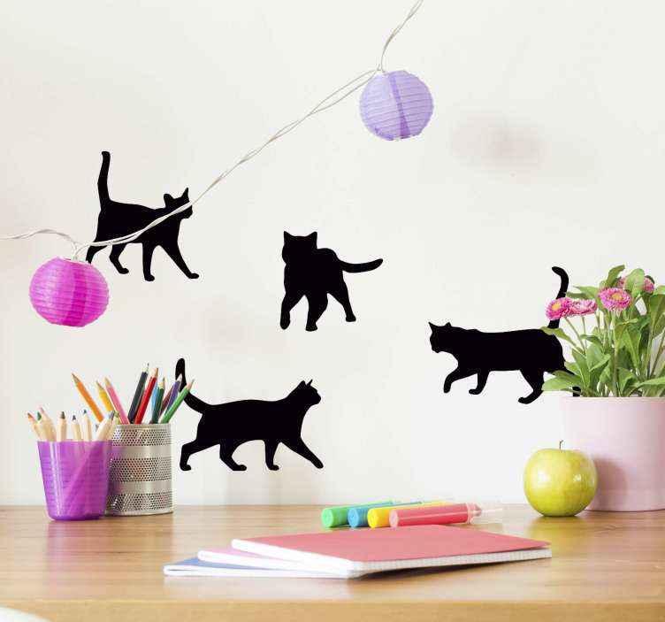 TenStickers. Vinil para móveis autocolante de gato em todas as partes. Conjunto de autocolante animal de gatos adequado para a decoração do quarto das crianças. é personalizável em opções de cor e tamanho. Original, autocolante e fácil de colar.
