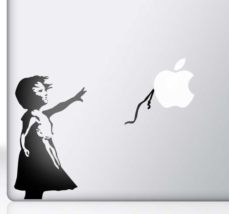 TenStickers. Банская девушка с наклейкой с накладными накладками macbook. великолепное произведение искусства банками, чтобы украсить ваш mac или ipad. дайте вашему устройству оригинальный внешний вид с нашей коллекцией наклеек macbook. знаменитый воздушный шар с оригинальной стрит-арта был заменен вашим яблочным логотипом.