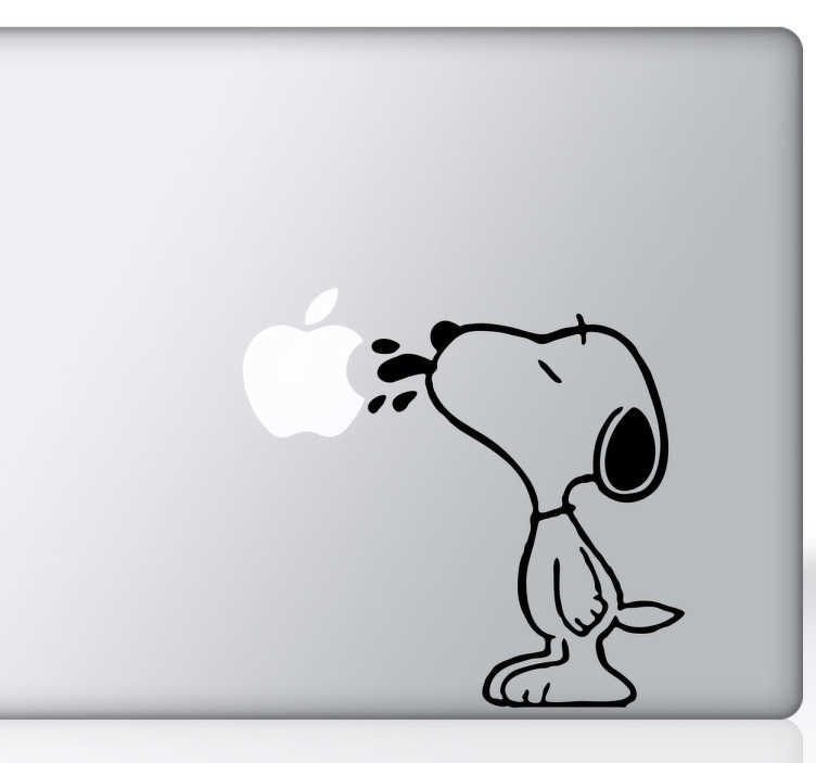 TenStickers. Skin adesiva Snoopy portatile. Adesivo ideale per qualsiasi computer, particolarmente adatto pero' ai dispositivi Apple dato che Snoopy interagisce leccando la mela.