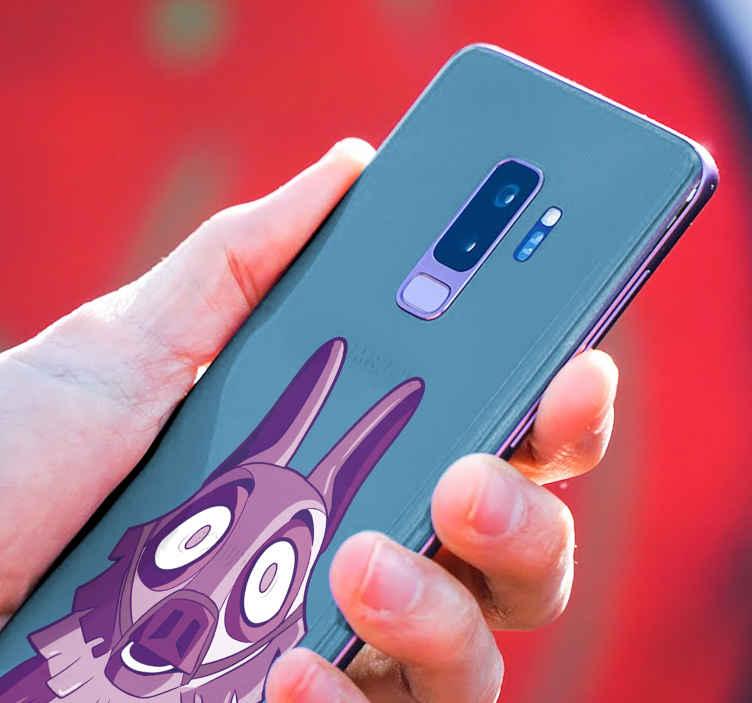 TenVinilo. Skin de Samsung Fortnite llama morada. Skin Galaxy Fortnite para cualquier tipo de Samsung con la que podrás decorar tu móvil a tu gusto. Elige medidas ¡Compra online!