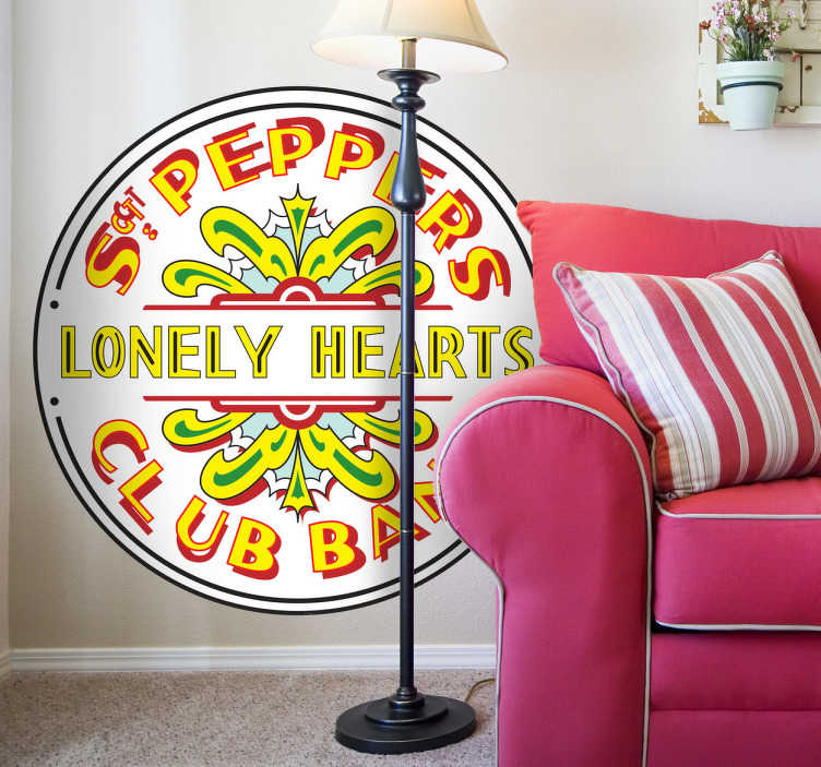 TenVinilo. Vinilo decorativo Sgt Peppers Lonely. Adhesivo con el clásico logotipo del disco de los Beatles del Sargento Pimienta y la banda de corazones solitarios.