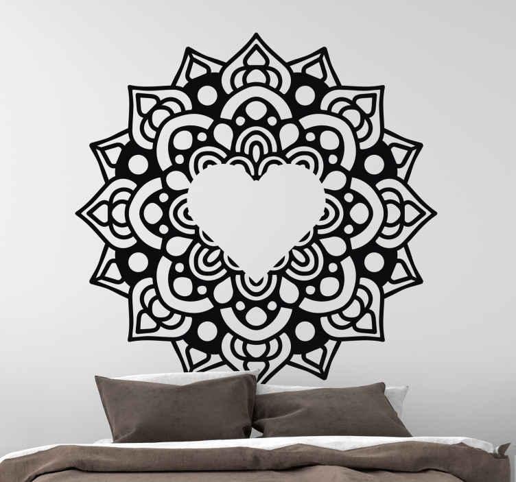 TENSTICKERS. ハート型のフレームの花の壁のステッカーと曼荼羅. あなたの家を飾るための曼荼羅模様のウォールステッカー。私たちのデザインは、壁、家具、ドア、窓など、どんな平らな面にも貼り付けることができます。