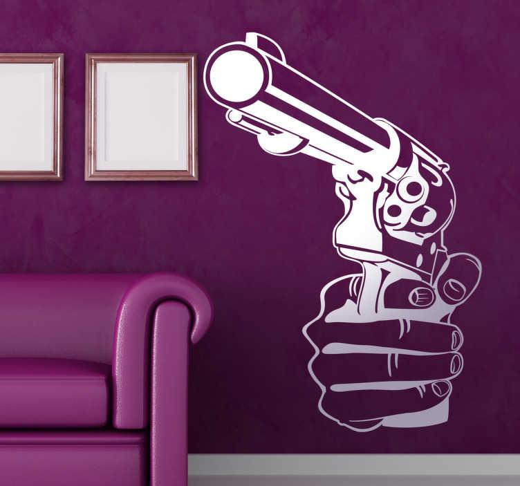 TenStickers. 손 권총 총 벽 스티커. 권총 벽 스티커 - 권총 들고 손의 그림. 액션 영화 애호가를위한 완벽한. 우리의 비닐 벽 스티커는 다른 색깔 및 크기 들어온다.