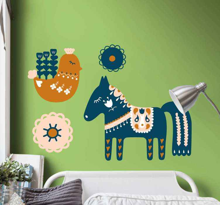 TENSTICKERS. スロバキアの民俗花の壁のステッカーと馬と鳥. スロバキアの民俗花のステッカーと馬と鳥。このデザインは子供の部屋を飾るのに素敵な選択であり、馬と鳥が含まれています。